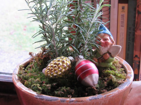 A pot of rosemary and some festive trinkets (found)  for a dear gardening friend of mine...who also loves to cook.